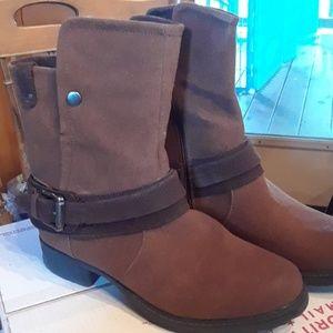 Muk luks boots. Size 9